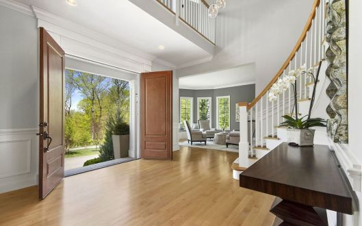 11 hollow ridge road foyer