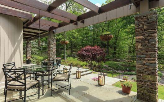 18 tallwoods porch