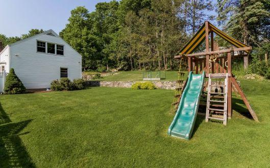 4 spruce hollow backyard