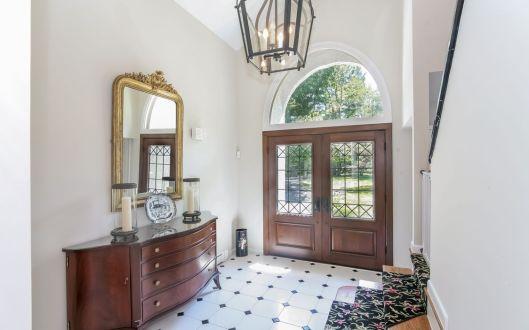 8 hadley foyer