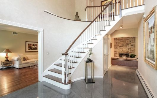 22 pond hollow foyer