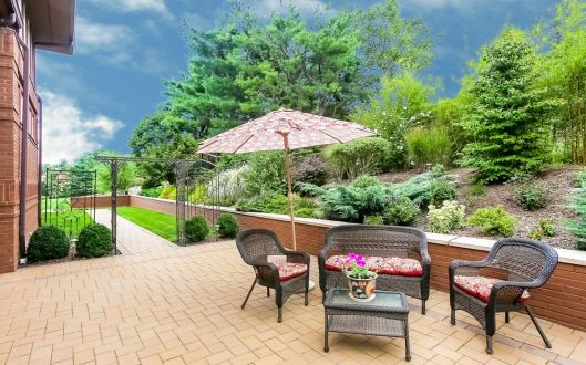 925-long-hill-backyard
