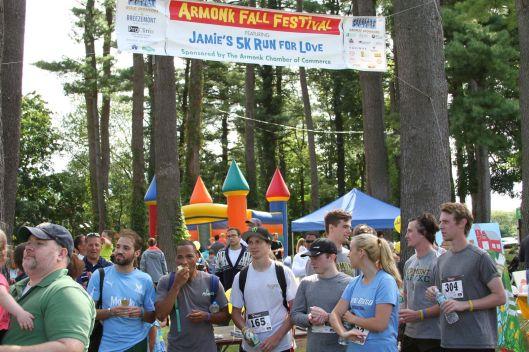 fall-festival-runners-standing-waitng