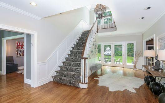 39 hickory kingdom foyer
