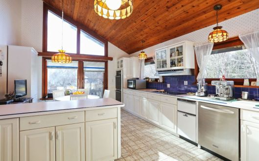 5 stone hollow kitchen
